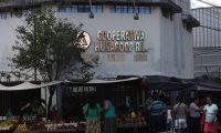 El edificio central de la Cooperativa Hunacoop R.L. está en zona 18 y se encuentra en abandono luego de la quiebra en 2009. (Foto Prensa Libre: Miriam Figueroa)
