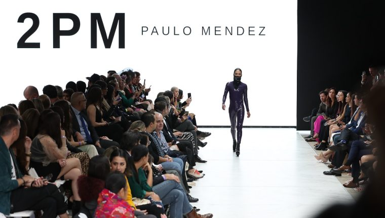 Paulo Méndez fue uno de los diseñadores que presentó su colección en la segunda noche del evento. (Foto Prensa Libre: Andrea Jumique).