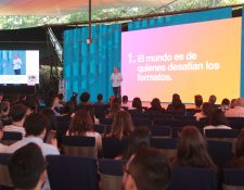 El uruguayo Pipe Stein fue el primero en hablar en las conferencias del Festival de Antigua. Foto Prensa Libre: Norvin Mendoza