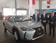 Ejecutivos de Cofiño Stahl presentaron el nuevo modelo de Lexus para Guatemala. Foto Prensa Libre: Norvin Mendoza