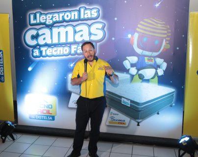 Martín Prera, director de mercadeo de Grupo DISTELSA presentó la nueva línea de camas que están disponibles en Tecno Fácil. Foto Prensa Libre: Norvin Mendoza