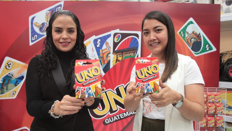 El juego de cartas personalizado para Guatemala ya está disponible en Juguetón. Foto Prensa Libre: Norvin Mendoza