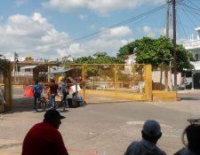 Ambas aduanas de Tecún Umán permanecen cerradas por los recientes disturbios. (Foto Prensa Libre: Alex Coyoy)
