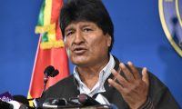 """Handout photo released by the Bolivian Presidency of Bolivian President Evo Morales speaking during a press conference in El Alto, on November 9, 2019. - Police in three Bolivian cities joined anti-government protests Friday, in one case marching with demonstrators in La Paz, in the first sign security forces are withdrawing support from President Evo Morales after a disputed election that has triggered riots. (Photo by HO / Bolivian Presidency / AFP) / RESTRICTED TO EDITORIAL USE - MANDATORY CREDIT """"AFP PHOTO / BOLIVIAN PRESIDENCY """" - NO MARKETING NO ADVERTISING CAMPAIGNS - DISTRIBUTED AS A SERVICE TO CLIENTS"""
