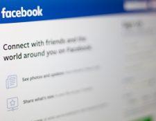 Facebook multiplica sus esfuerzos por recuperar la confianza y elimina cuentas falsas de la plataforma. (Foto Prensa Libre: AFP)
