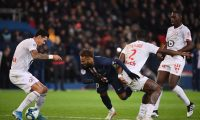Lille's Portuguese defender Jose Fonte (L) vies with Paris Saint-Germain's Brazilian forward Neymar during the French L1 football match between Paris Saint-Germain (PSG) and Lille (LOSC) on November 22, 2019 at the Parc des Princes in Paris. (Photo by FRANCK FIFE / AFP)