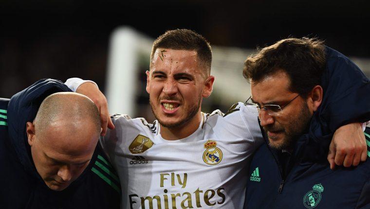 Hazard no terminó el juego de Champions contra el PSG por una lesión. (Foto Prensa Libre: AFP)