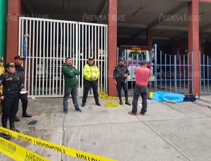 Un muerto y dos heridos en balacera en bus en San Lucas Sacatepéquez