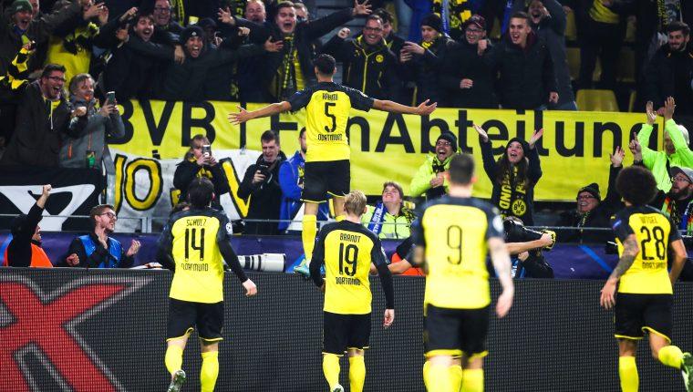 Así festejaron los jugadores del Borussia Dortmund la remontada. (Foto Prensa Libre: EFE)