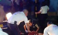 Uno de los supuestos asaltantes quedó herido en el enfrentamiento. (Foto Prensa Libre: PNC)