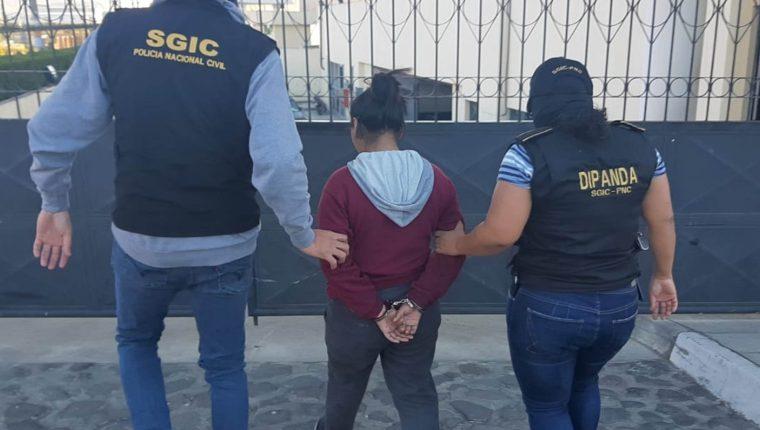 La mayoría de las 15 capturas efectuadas por extorsión fueron de mujeres. (Foto Prensa Libre: cortesía PNC)