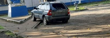 Lugar donde quedó el automotor que conducía el piloto aviador Diego Alejandro Ruiz González. (Foto Prensa Libre: Enrique Paredes).