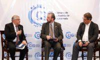 JosŽ Alfredo Blanco ValdŽs, vice presidente del Banguat  y,  Franco Uccelli, expositor ,  en sus intervenciones  durante el foro de perspectivas econ—micas 2020 de la Camara de Industria Guatemalteca (CIG).        Fotograf'a  Esbin Garcia  20-11-2019
