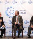 Alfredo Blanco vicepresidente del Banguat, Javier Zepeda director ejecutivo de la CIG y el analista Franco Uccelli, exponen las proyecciones económicas 2020 para Guatemala a un grupo de empresarios. (Foto Prensa Libre: Esbin García)