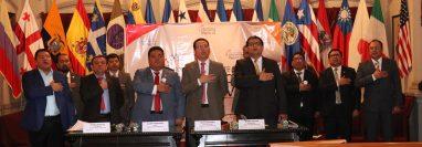 De los 31 diputados electos, 13 participaron en el foro, aunque se informó que 28 están de acuerdo con la iniciativa. (Foto Prensa Libre: Raúl Juárez)