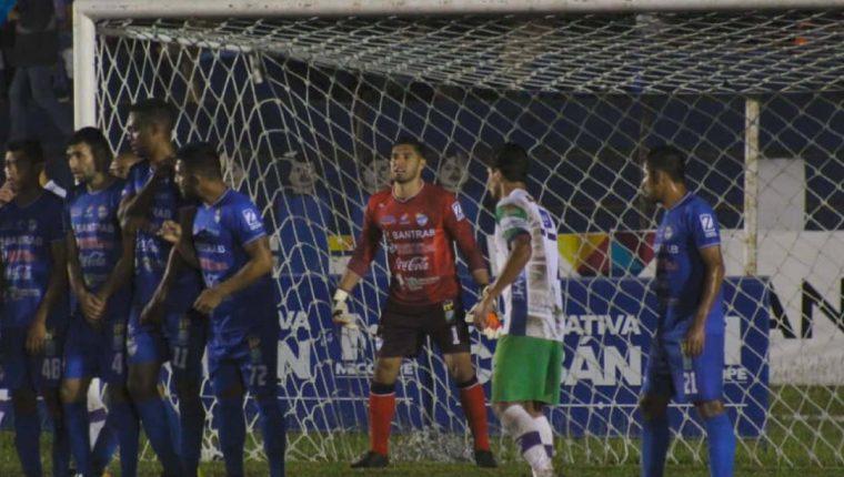 Los cobaneros sacaron un resultado positivo en el estadio Verapaz. (Foto Prensa LIbre: Cobán Imperial)