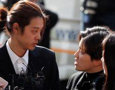 La estrella surcoreana de K-pop, Jung Joon, condenado a seis años de prisión, llega al Departamento de Policía de Seúl en Seúl. (Foto Prensa Libre: EFE).