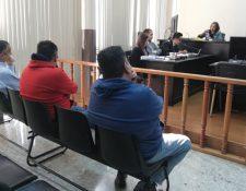 Tres condenados por el caso Construcción y Corrupción escuchan la decisión del Tribunal de Mayor Riesgo D. (Foto Prensa Libre: Edin Pitán).