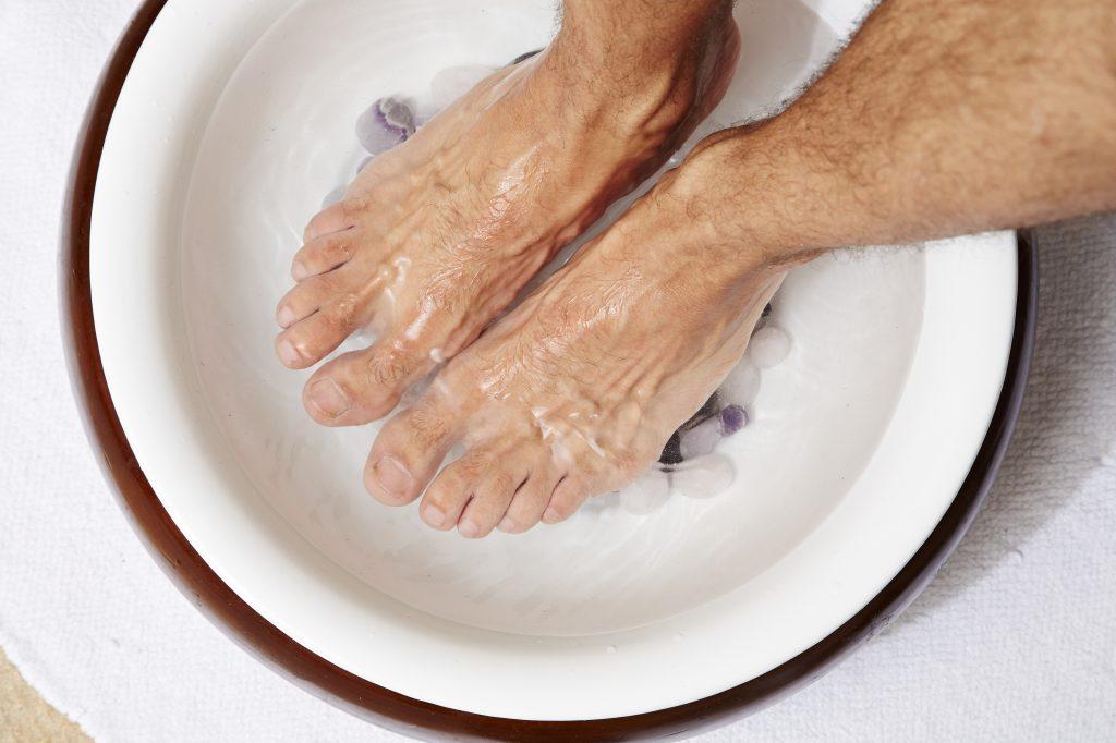 como se puede aliviar los calambres en los pies