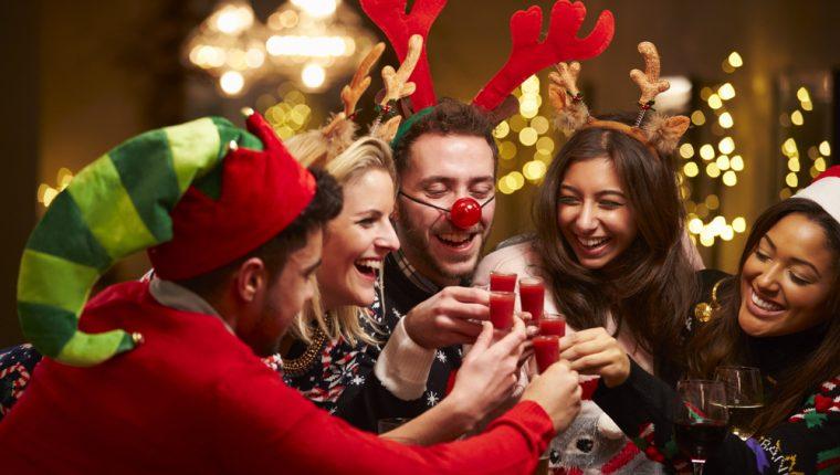 Los convivios son momentos para celebrar con amigos y familia los buenos momentos vividos durante el año. (Foto Prensa Libre: Servicios).