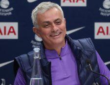 José Mourinho en conferencia de prensa con el Tottenham. (Foto Prensa Libre: Tottenham Hotspur)