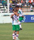 Así festejaron los jugadores de Antigua en Siquinalá. (Foto Prensa Libre: Twitter @soyantiguagfc)