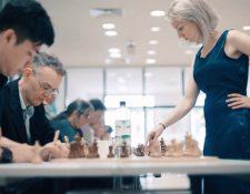 Elisabeth Pähtz afirma que la paciencia, lógica y concentración son cualidades que dominan  mejor los hombres. Deutsche Welle