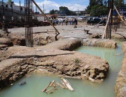 Obras de infraestructura pública quedarán inconclusas este año. (Foto Prensa Libre: Hemeroteca PL)