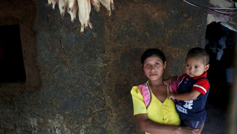Las familias en el Corredor Seco padecen cada año de desnutrición aguda por la falta de alimentos. (Foto Prensa Libre: Hemeroteca PL)