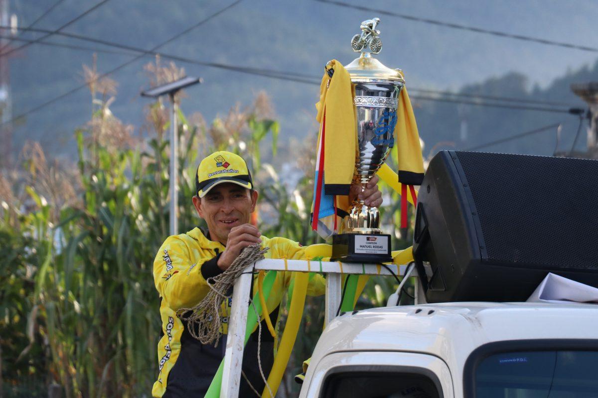 Manuel Rodas, el hijo predilecto de La Esperanza, festeja con su gente el título de la vuelta ciclística