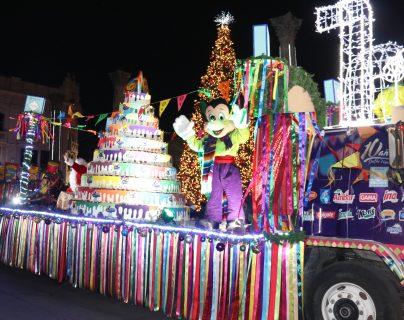 Desfile Navideño llena de música y alegría las principales calles de Quetzaltenango