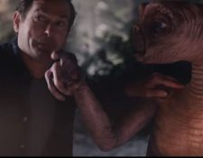 Elliott y E.T. se reencuentran en un cortometraje. (Foto Prensa Libre: Tomada del cortometraje).