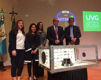 Entrega oficial del satélite guatemalteco Quetzal 1. (Foto Prensa Libre: Universidad del Valle).