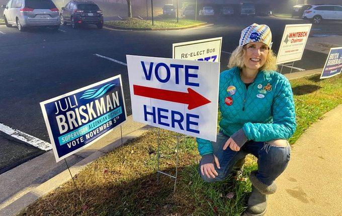 Juli Briskman ganó un cargo de supervisora en el distrito de Algonkian. (Foto tomada de Twitter)