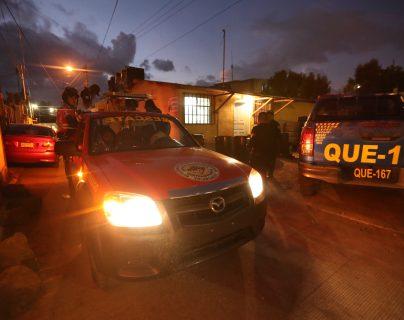 La joven fue trasladada a la subestación de la PNC en la zona 10 de Xela y después al hospital. (Foto Prensa Libre: María Longo)