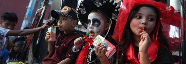 """El grupo """"Los Intocables"""" cumple 21 años de participar en el Convite y muestra la esencia de sus personajes y originalidad en sus maquillajes."""