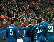Douglas Costa celebra después de anotar el gol del triunfo. (Foto Prensa Libre: AFP)