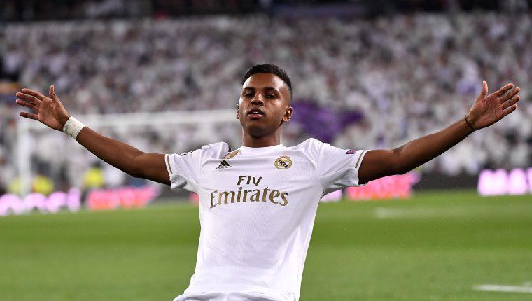 Así festejó Rodrygo en su noche soñada en el Santiago Bernabéu. (Foto Prensa Libre: AFP)