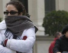 Abrigarse bien, especialmente los niños, es importante en estos meses de frío, para evitar los resfriados. (Foto Prensa Libre: Hemeroteca PL).