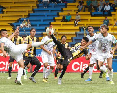 Acción durante el partido entre Aurora y Sansare, en la fase de clasificación. (Foto Prensa Libre: Cortesía )