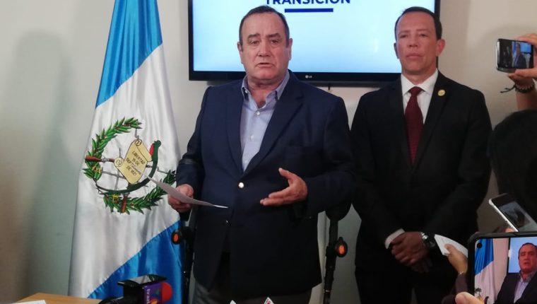 El presidente electo, Alejandro Giammattei, durante la conferencia de prensa. (Foto Prensa Libre: Érick Ávila).