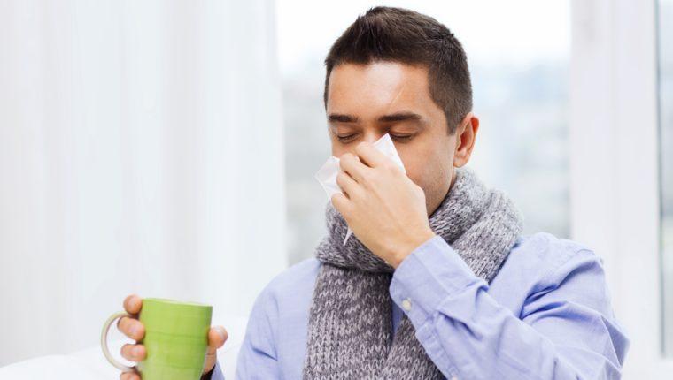 Mucosidad abundante y ojos llorosos son algunas de los síntomas de un resfriado o gripe común. (Foto Prensa Libre: Hemeroteca).