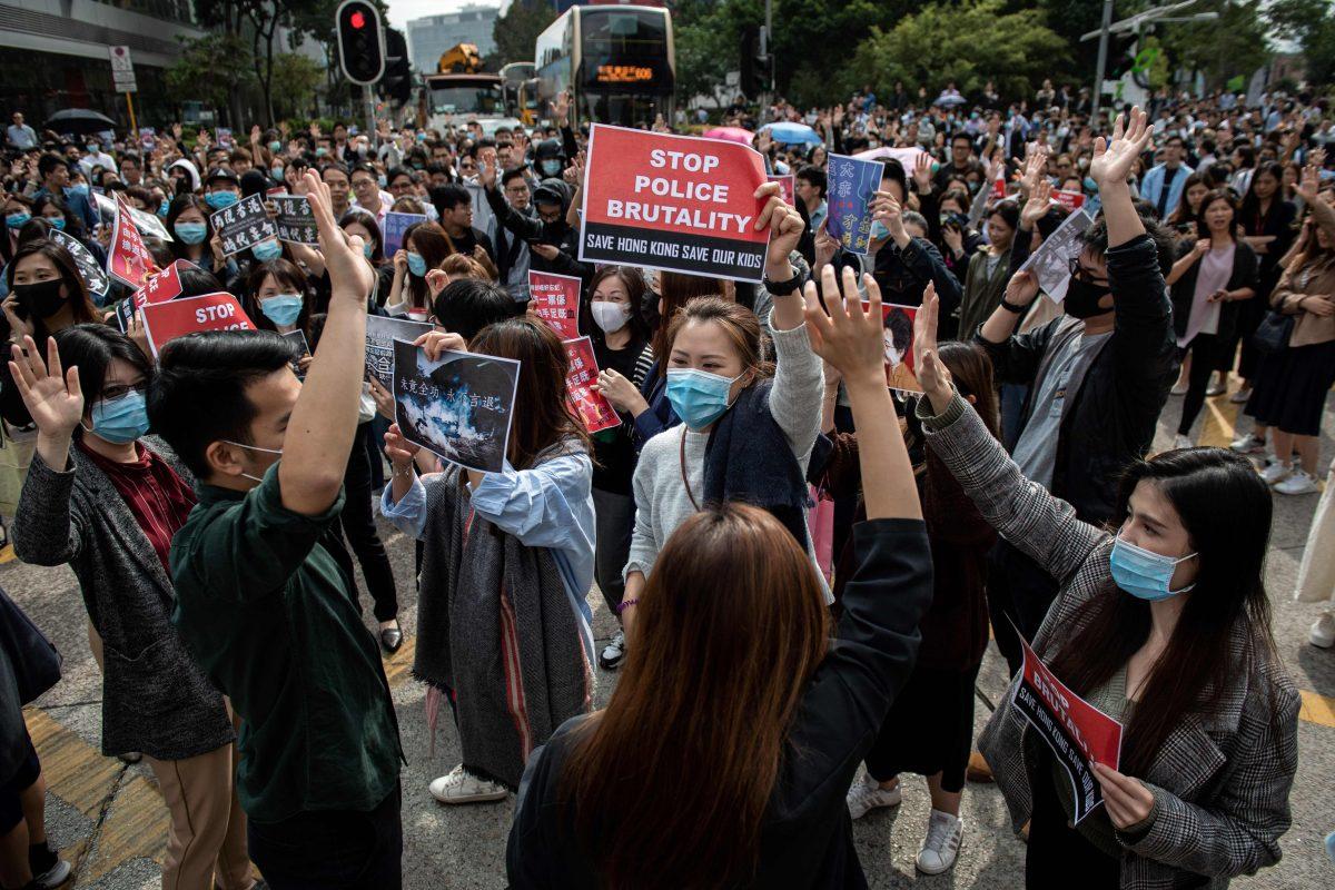 Trump promulga la ley que apoya a manifestantes en Hong Kong y China amenaza con represalias