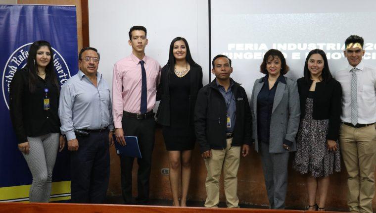 Estudiantes y docentes presentaron el evento que se realizará este viernes 8 de noviembre a las 14.30 horas. (Foto Prensa Libre: Raúl Juárez)