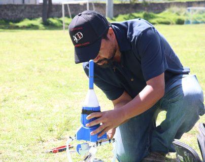 Los satélites se instalaron sobre un drone que fue el que los elevó para comenzar a medir los datos requeridos. (Foto Prensa Libre: Raúl Juárez)