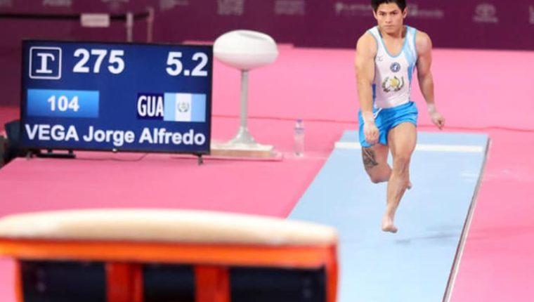 El gimnasta Jorge Vega durante una competencia. (Foto Prensa Libre: Tomada del Comité Olímpico Guatemalteco).