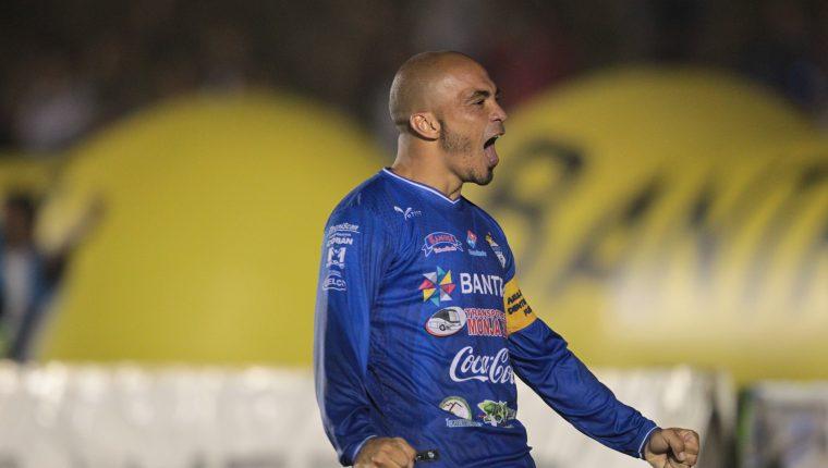 Janderson Pereira fue fundamental en el triunfo de los príncipes contra los rojos. (Foto Prensa Libre: Norvin Mendoza)