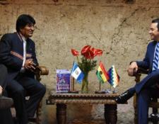 Los mandatarios de Guatemala y Bolivia sostuvieron una reunión en noviembre de 2018, durante una cumbre de presidentes realizada en Antigua Guatemala.(Foto Prensa Libre: Gobierno de Guatemala)