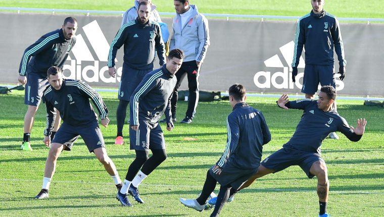 Los jugadores de la Juventus durante la práctica de este lunes. (Foto Prensa Libre: EFE)