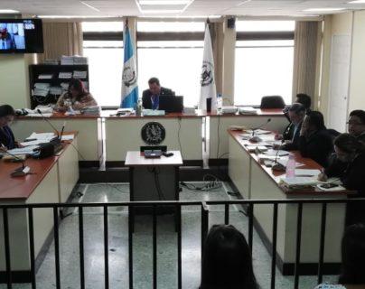 Sala donde se lleva a cabo la audiencia por el caso contra el militar retirado Luis Enrique Mendoza García. (Foto Prensa Libre: Edwin Pitán).
